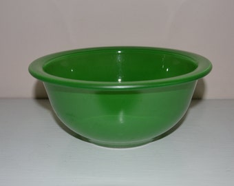Pyrex Clear Bottom Mixing Bowl Green Primary Color