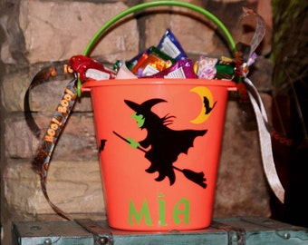 Personalized Halloween plastic bucket - Witch flying on her broom with vinyl bats