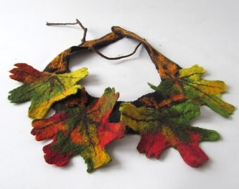 Fall leaf Felted  necklace leaf scarf Autumn maple leaves,  Green orange brown necklace unique autumn leaves jewellery, Women fiber necklace