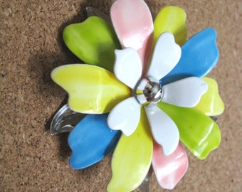 Vintage PASTEL PETALS flower pin by Sarah Coventry