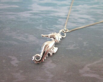 Seahorse Necklace -- Seahorse Pendant Necklace -- Seahorse Charm Necklace -- Silver Seahorse Necklace -- Ocean Creature Necklace
