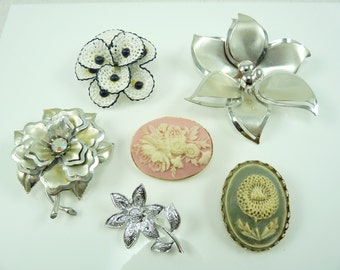 Nice Mixed Lot of Vintage Flower Pins Brooches