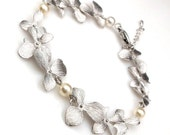 bridal bracelet wedding matte Flower orchid bracelet with swarovski round cream white pearl bridesmaid bracelet gift prom party