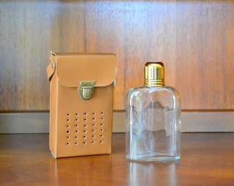 vintage transistor radio hidden flask / vintage barware / entertaining / drinkware / whiskey