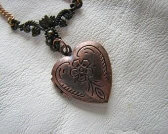 Heart locket necklace | vintage style | copper | charm | flower