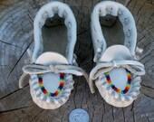 ON SALE Toddler Moccasins , Beaded moccasins , Childrens moccasins , Soft toddler shoes