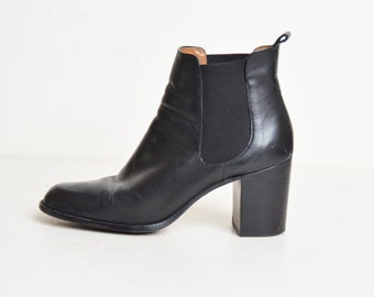 Vintage 90s Black Chelsea Boots / 1990s Ankle Booties / Rounded Toe Boots 9