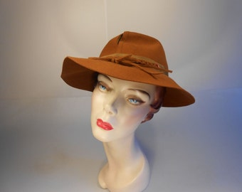 Under the Apple Tree - Vtg WW2 1940s Butterscotch Split Crown Slouch Fedora Hat