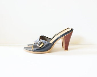 30% off sale // Vintage 70s NAVY BLUE Stacked Heel Sandals - Connie - Women 7.5 Narrow