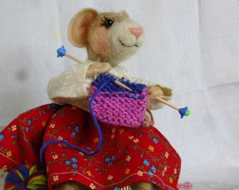 Mouse needle felted art doll posable collectible plush knitting yarn
