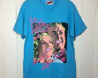 1980's funny Kitch Neon print Blonde White People 'Life is Swell' T-shirt size Medium Turquoise Lichtenstein style comic strip Pop art