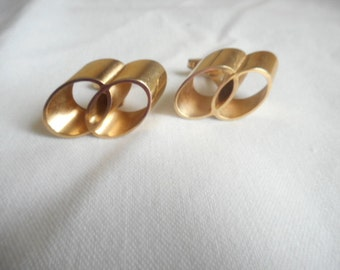 Vintage Gold Tone Oval Loop Cuff Links