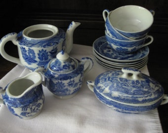 Blue Willow Children's China / 15 Pieces