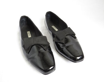 ESPRIT Black Patent Leather Pointed Toe Flats with Matching Grosgrain Bows
