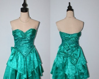 SALE Vintage 1980s Green Party Dress / 80s Zum Zum Light Emerald Satin and Lace Strapless Party Dress / Large Bow / Size Extra Small