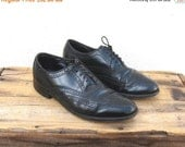 20% Off Out Of Town SALE SALE Vintage Black  Leather Wing Tip Brogue Oxfords Florsheim Mens Size 8.5 Ladies 10