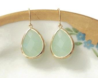Gift Mint earrings Mint jewelry Mint wedding Green earrings Green dangle earrings Green drop earrings Bridesmaid earrings Bridal earrings