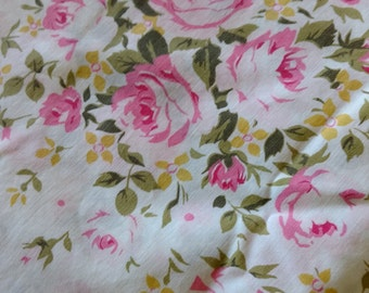 Vintage Double Flat Top Sheet / Chic Shabby Roses Bouquets / Vintage Full Bedding / Textiles 81 x 94