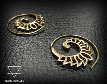 Boucles d oreille lotus, en laiton # lotus brass earrings #tribal hoop