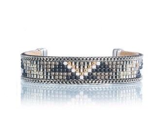 Small tribal bracelet with aztec patttern - native american inspired jewelry - bead loom bracelet - beadweaving bracelet - bohemian jewelry