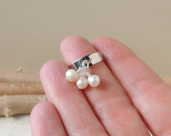 Pearl Cluster Ring,  3 Cream Freshwater Pearls Ring, Pearl Jewellery, Cream Ring, Dangly Beads Ring, Bohemian Jewellery, UK, 427