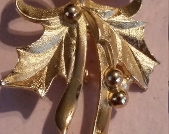 Vintage Gold Tone Metal Christmas Pin or Brooch Bow Holly