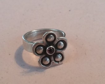 Vintage Sterling Silver and Garnet Flower Ring 1990s Ladies Accessory Size 6