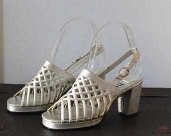 1960s 1970s Silver Glitter Cage Disco Peep Toe Heels by Benzelli | Women's Size 6 B