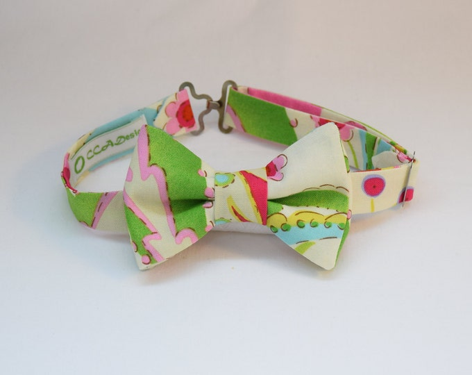 Boy's pre-tied Bow Tie in multi color ivory print, matching father/son bow ties, custom boy's bow tie, wedding accessory, toddler bow tie