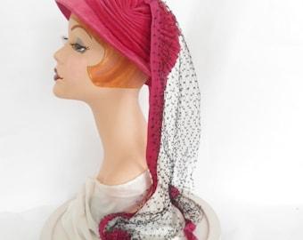 Vintage 1940s hat with veil, pink fuchsia velvet