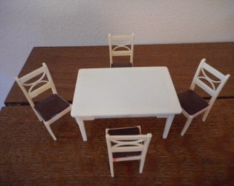 Renwal Dollhouse Furniture Vintage Kitchen Dinette Table #K67 and 4 Kitchen Chairs #K63 c.1940s-50s