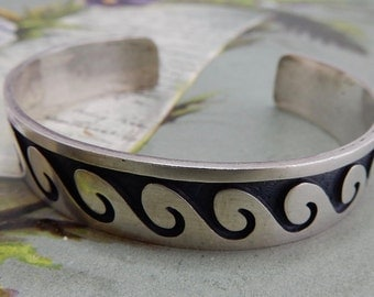Sterling Silver HOPI Indian Signed Elgene Sehongva Wave Cuff Bracelet    NCV44