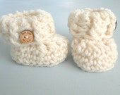 Baby Booties, Newborn - 3 Months, Ribbed Cuffs with Optional Wood Buttons,  Newborn Baby Booties,  Many Colors!  Baby Bootys