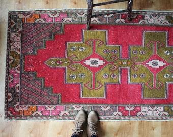 vintage Turkish rug, rustic geometric rug, deep fuschia and moss green runner rug, 3'x 6.5'