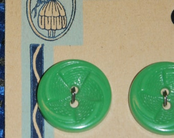 """Neat Set of 9 Vintage 1940s Old Stock Latest Style Buttons, 6/8"""" Green Swirl Design Orig. Card"""