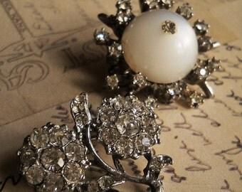 Moonglow rhinestone pot metal brooches shoe button design vintage rhinestones white cats eye
