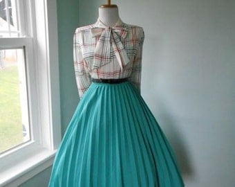 VINTAGE 1960s Green Accordion Style Lucy Pinup Pleated Full Skirt
