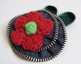 Knitted Red Flower Zipper Brooch Pin