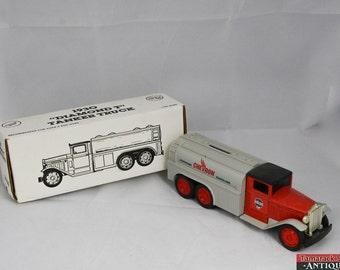 Vintage 1991 Ertl 1930 Diamond T Tanker Truck Coin Bank #2768 Chevron Gasoline