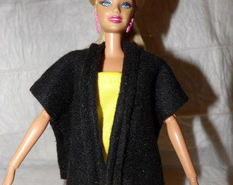 Cape / vest in solid black fleece for Fashion Dolls - ed887