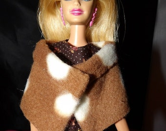 Fashion Doll Coordinates - Short brown & white Fleece wrap - ed354