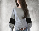 Gray black top/Sleeve striping/Big blousson sleeve/Color block tee