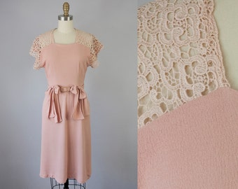 "1940s Vintage Dusty Peach Rayon Crepe Lace Dress (XS; 25"" Waist)"