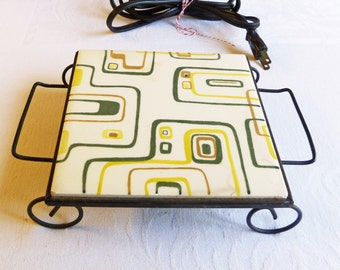 Vintage Atomic Pattern Heated Trivet - Electric Warming Tray Ceramic Tile - Green and Yellow with Black Wire Stand - Mid-Century 1960s