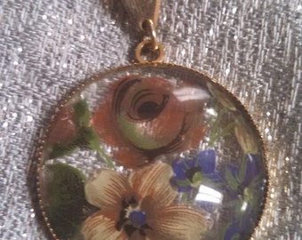 NEW LISTING Hand Painted Gold Tone Flower Necklace#211