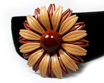 Fabulous Mod Daisy Brooch, Neutral Colors