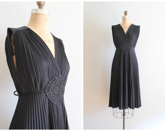 vintage 70s grecian inspired dress / 70s crystal pleated dress - black disco dress / LBD - little black dress - polyester party dress