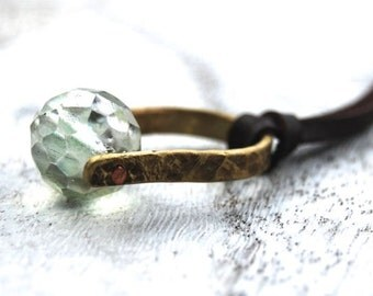 Chrysolite necklace | Chrysolite pendant necklace | Green crystal necklace | Brass riveted necklace | Leather knotted necklace | Boho style