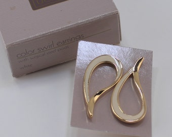 Vintage 1986 Signed Avon Color Swirl Gold Tone Ivory Off White Enamel Paisely Loop Front Facing Hoop Pierced Earrings in Original Box NIB
