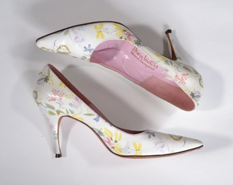 Vintage 1960s White Wedding Shoes - Pink Flower Applique High Heels - Henry Waters Size 7
